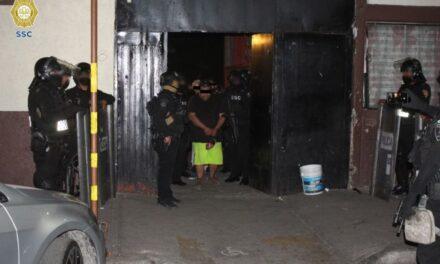 Detienen a 13 personas en operativo en la CDMX, aseguraron más de 4 mil dosis de narcóticos, armas de fuego y dinero en efectivo