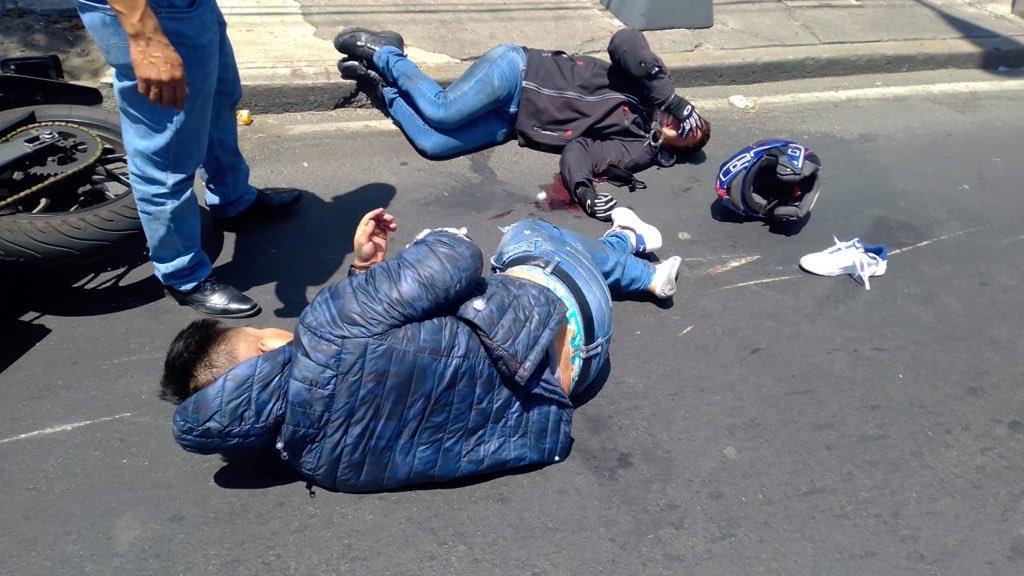 Delincuentes heridos a tiros luego de que asaltaran a cuentahabiente en la CDMX
