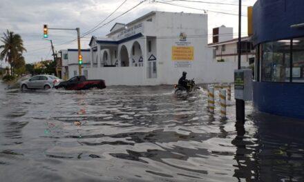 Video: Amaneció inundado el fraccionamiento Floresta tras la tormenta de esta madrugada en el puerto de Veracruz
