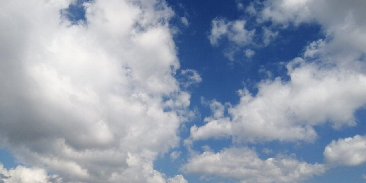Próximas 24 horas se prevé poco cambio de temperatura, lluvias/tormentas aisladas en especial sobre regiones montañosas y zona sur, y viento del Norte y Noreste.
