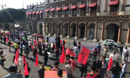 Se manifiestan Antorchistas en la Plaza Lerdo de Xalapa, exigen apoyos