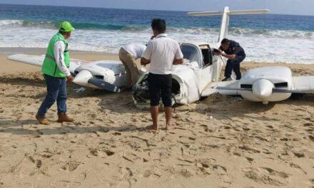 Aterriza avioneta de emergencia en playa de Puerto Escondido