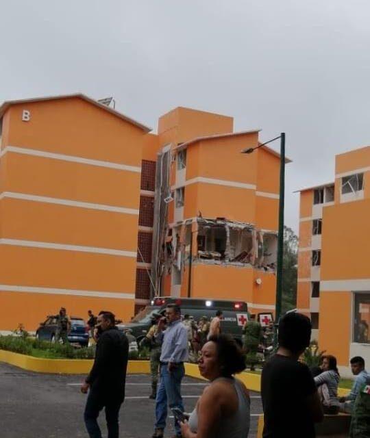 Explosión en departamento de unidad habitacional de la Zona Militar en Cuernavaca