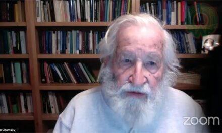 Necesario, favorecer las necesidades humanas y no empresariales: Chomsky