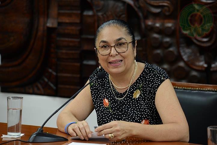 La rectora Sara Ladrón de Guevara fue entrevistada en el programa radiofónico Voz Universitaria (foto de archivo)