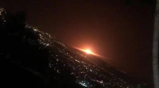 Registran una gran explosión a las afueras de Teherán, Iran (Videos)