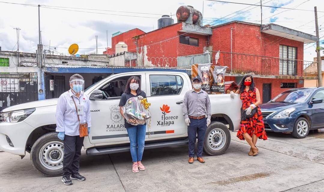 Entregan premios del primer concurso de cuentos Patitas Unidas, que organizó el Ayuntamiento de Xalapa