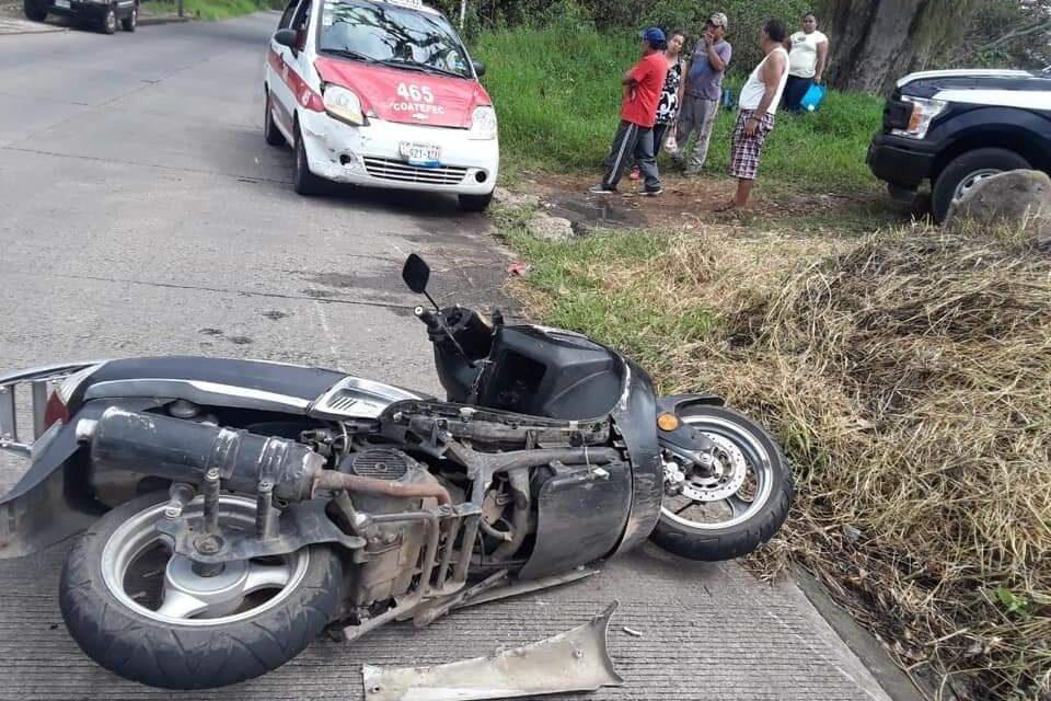 Motociclista lesionado en accidente de tránsito en Coatepec