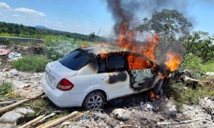 Se incendia auto en el libramiento de Coatepec, a la altura de El Grande