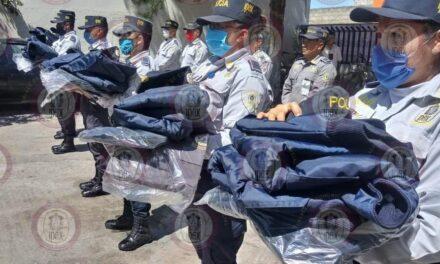 Entrega comisionado del IPAX uniformes, en Perote