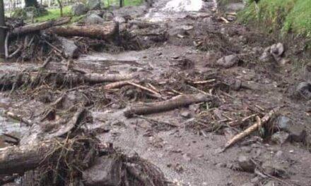Derrumbe de cerro en Ixhuacán, luego de las lluvias registradas el jueves.