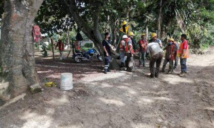 Rescatan a trabajadores de la construcción en la carretera Coatepec-Xico, habían quedado bajo la tierra