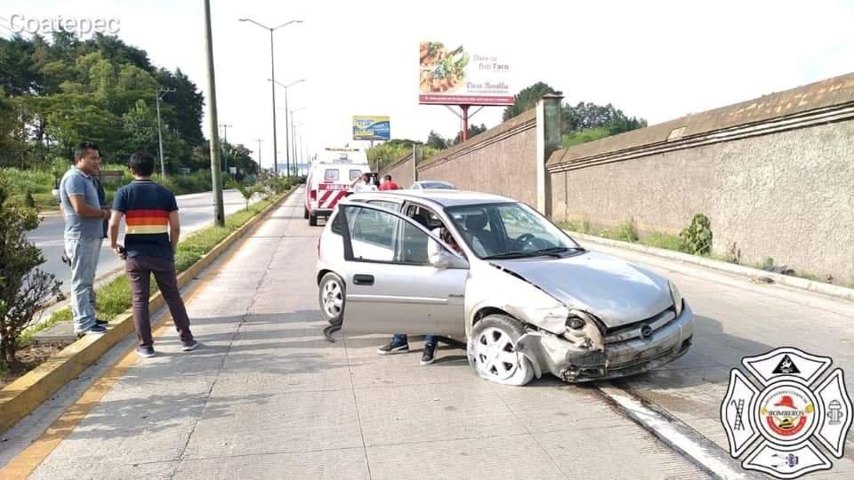 Accidente de tránsito sobre la carretera Coatepec – Xalapa