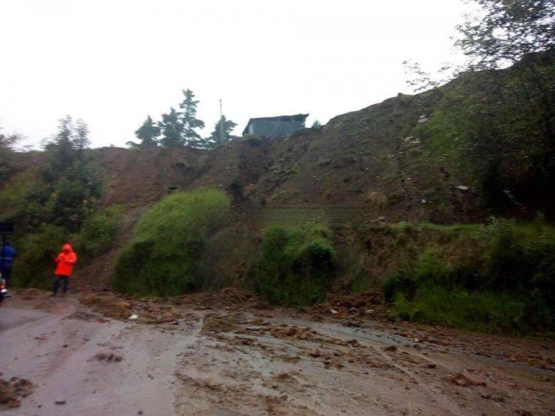 Fuerte lluvia deja deslaves en zonas de Teziutlán
