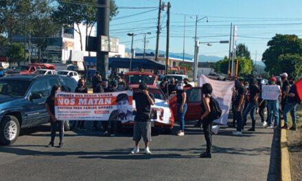 Con marcha exigen justicia por joven que murió en cuartel de policía, en Xalapa