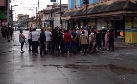 Propietarios y empleados de centros nocturnos cierran el centro de Córdoba