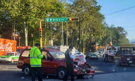 Fuerte accidente en la Avenida Xalapa con Lázaro Cárdenas