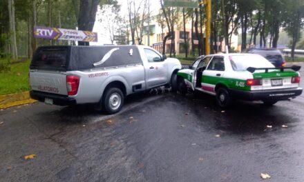 Choque sobre la avenida Xalapa, esquina con Ruiz Cortines