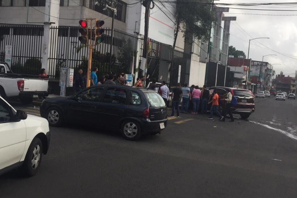 Fuerte choque en la avenida Ruiz Cortinez esquina Francisco Moreno, atrás del PRI