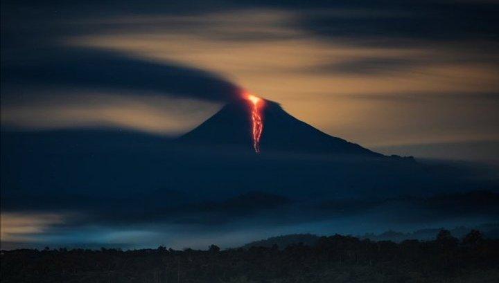 ¡Sorprendente! El volcán Sangay en Ecuador, muy activo, la ceniza cubrió la ciudad de Guayaquil