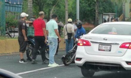 Accidente de tránsito sobre la avenida Lázaro Cárdenas, a la altura de Plaza Ánimas en Xalapa
