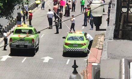 Cierran calle Enríquez en Xalapa, comerciantes piden que los dejen abrir sus negocio