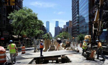 """""""Nueva York está de vuelta"""", Este lunes comenzóla reapertura de las actividades no esenciales en la ciudad de Nueva York,"""