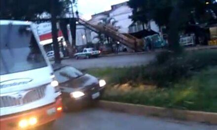 Accidente de tránsito sobre la avenida Lázaro Cárdenas, a la altura de Agua Santa