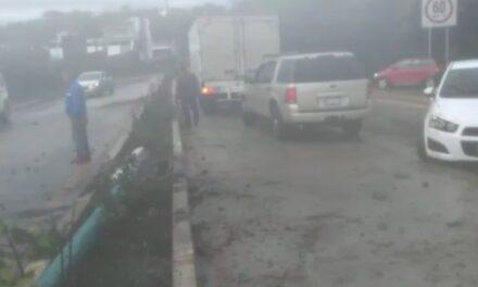 Se registra carambola en la carretera Xalapa- Coatepec, a la altura de la Barda Gálvez