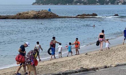 Reabren playas de Acapulco y zonas turísticas
