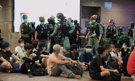 Más de 370 detenidos por protestas en Hong Kong