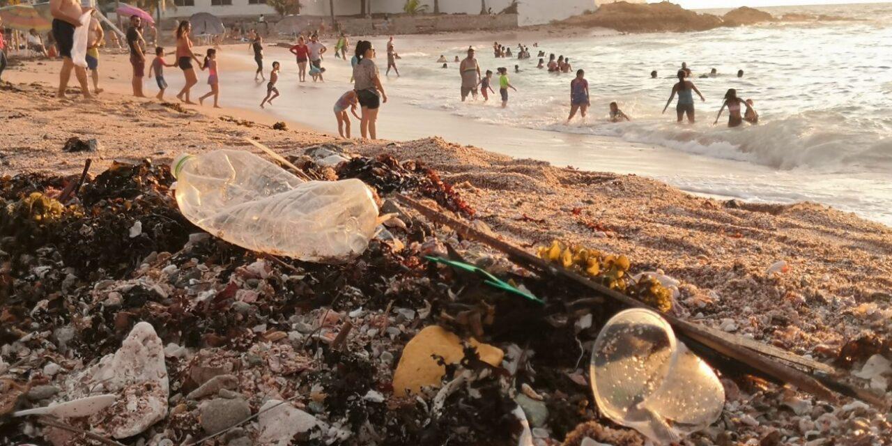 No aprendimos nada! En sólo un día, playa de Mazatlán se llena con 18 toneladas de basura