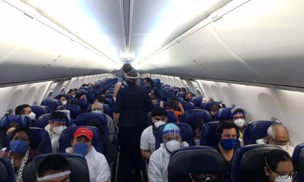 Regresan 151 mexicanos varados en Chile y Perú  varados