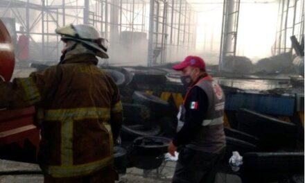 Liquidan incendio en bodega de neumáticos en Huiloapan de Cuauhtémoc, Veracruz, así lo informó la Secretaría de Protección Civil de Veracruz