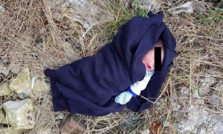 Abandonan recién nacida en lote baldío en Colima