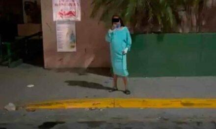 Huye mujer con Covid de hospital IMSS; deambulaba en bata y sin tapabocas La mujer fue captada por transeuntes caminando aun con las mangeras de oxígeno