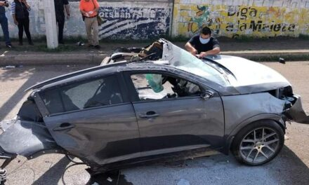 Roban camioneta y se accidentan en Aguascalientes.