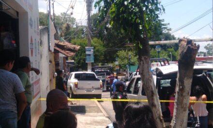 Muere por un infarto mientras manejaba, en calle Juárez a la altura del IMSS en Coatepec