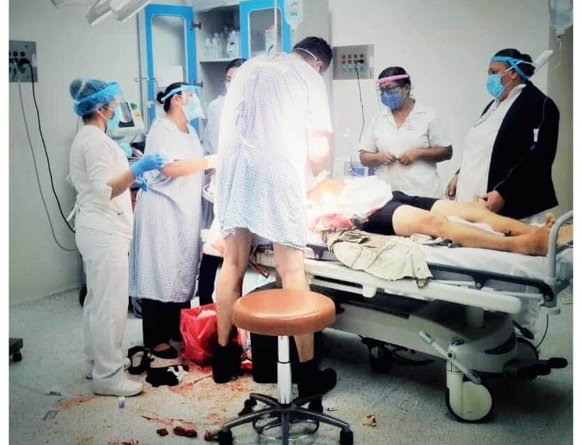 Médico enfermo dejó su habitación para salvar la vida de un paciente