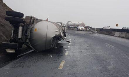 Vuelca pipa en la autopista Perote – Xalapa