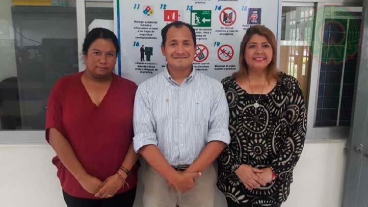 Jesús Enrique Escalante, Celia Calderón y María Inés Cruz, académicos creadores del proyecto del robot
