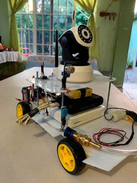 El robot desinfectará los espacios de la Facultad en una primera etapa