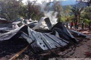 Cae rayo en una escuela y 5 casas en Oaxaca