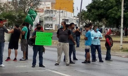 Manifestantes bloquean avenida Rafael Cuervo, en Veracruz