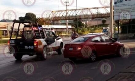 Apoya IPAX a civiles en accidente automovilístico, en Coatepec
