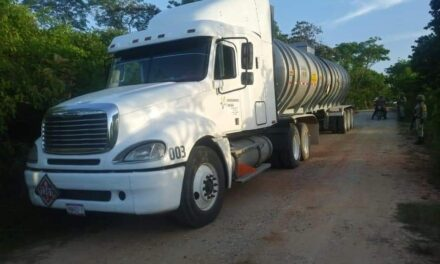 Asegura Seguridad Pública 20 mil litros de hidrocarburo; detiene a 2 presuntos involucrados