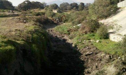 Roban un taxi en Acajete, una mujer murió con tal de no ser detenida, se arrojó a una barranca en la comunidad Santa Isabel Tepetzala