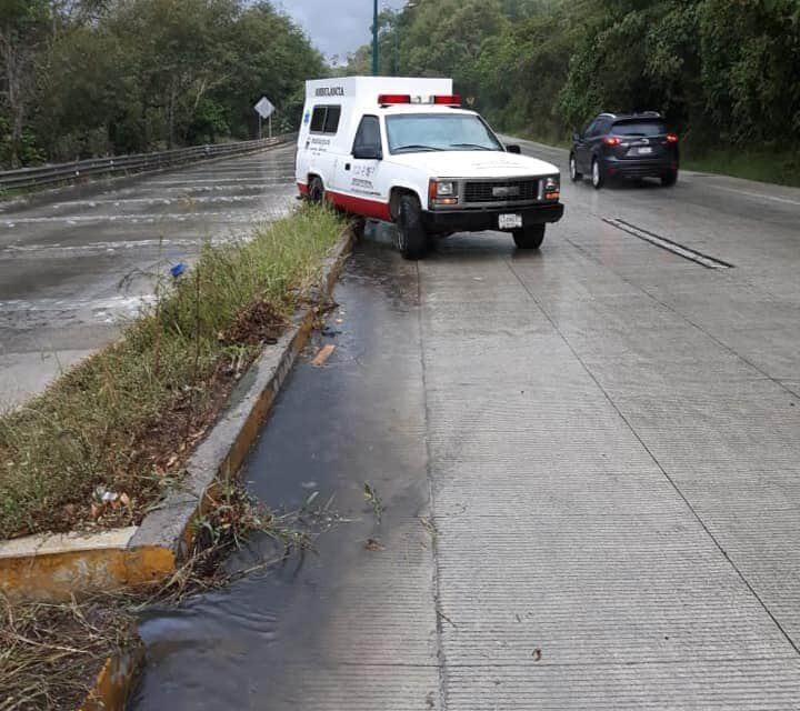 Se accidenta ambulancia en la carretera Xalapa-Coatepec