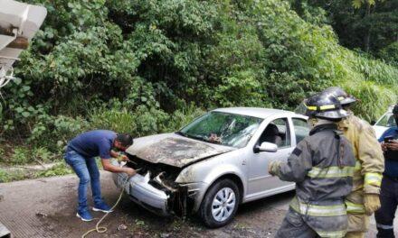 Se incendia vehículo en la carretera Las Trancas – Coatepec, a la altura de Puerto Rico