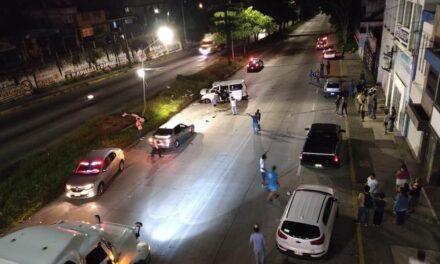 Fuerte accidente sobre la Avenida Lázaro Cárdenas, a la altura del Hotel Leo en Xalapa